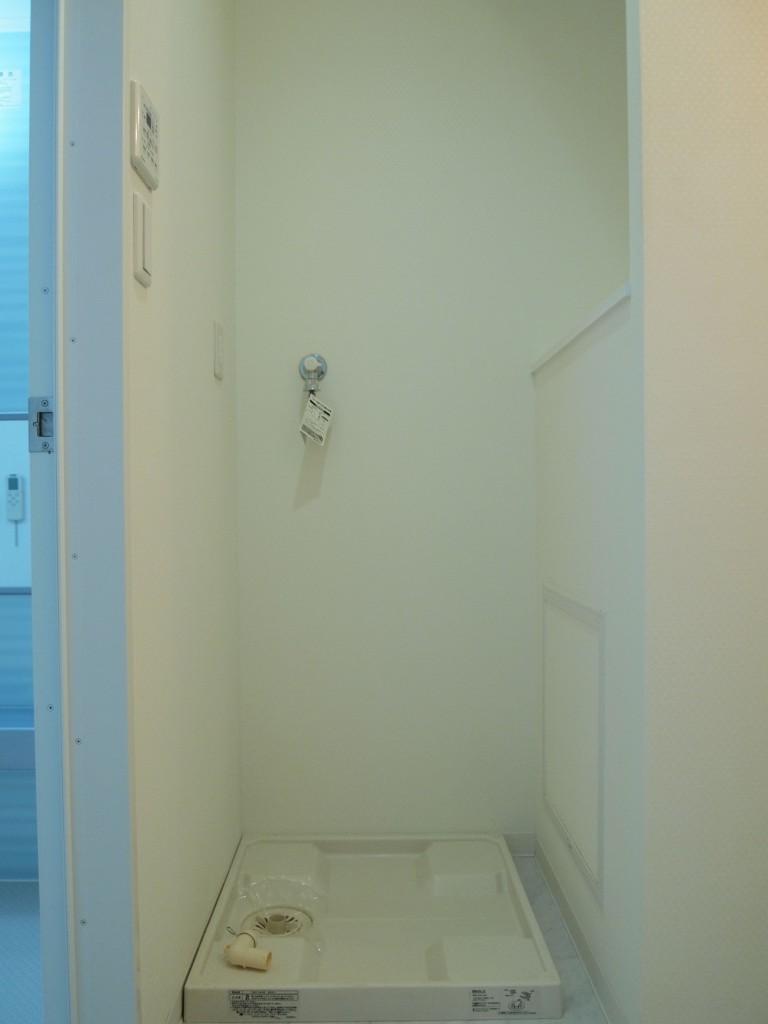 バスルームの隣には、洗濯パンも完備されています。
