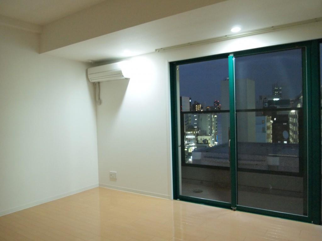 LDKの隣の個室にも大きな窓