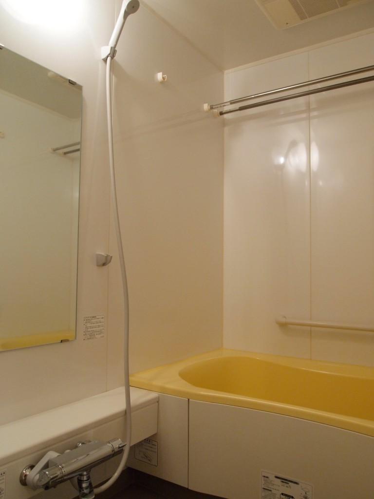 浴室乾燥のポール付きのお風呂