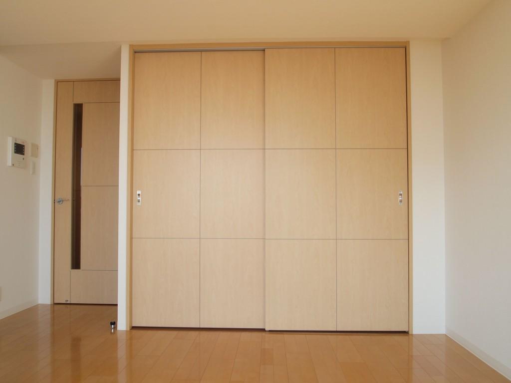 LDKの引き戸を開けると洋室があります。