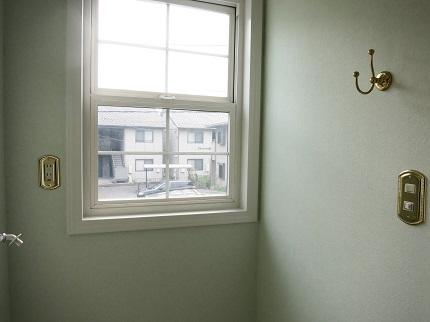 小窓もスイッチやコンセントもすべてがかわいくてお洒落です。