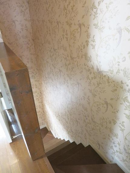 ローラアシュレイの壁紙がとてもかわいいです。