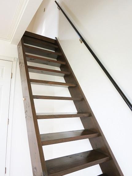 梯子タイプではなく階段のようなので、上り下りも樂にできます。