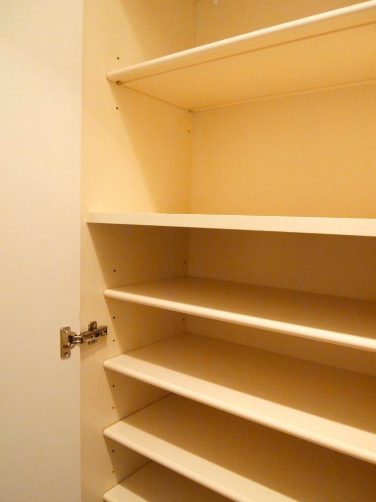 可動式の、大容量の玄関収納が完備されています。