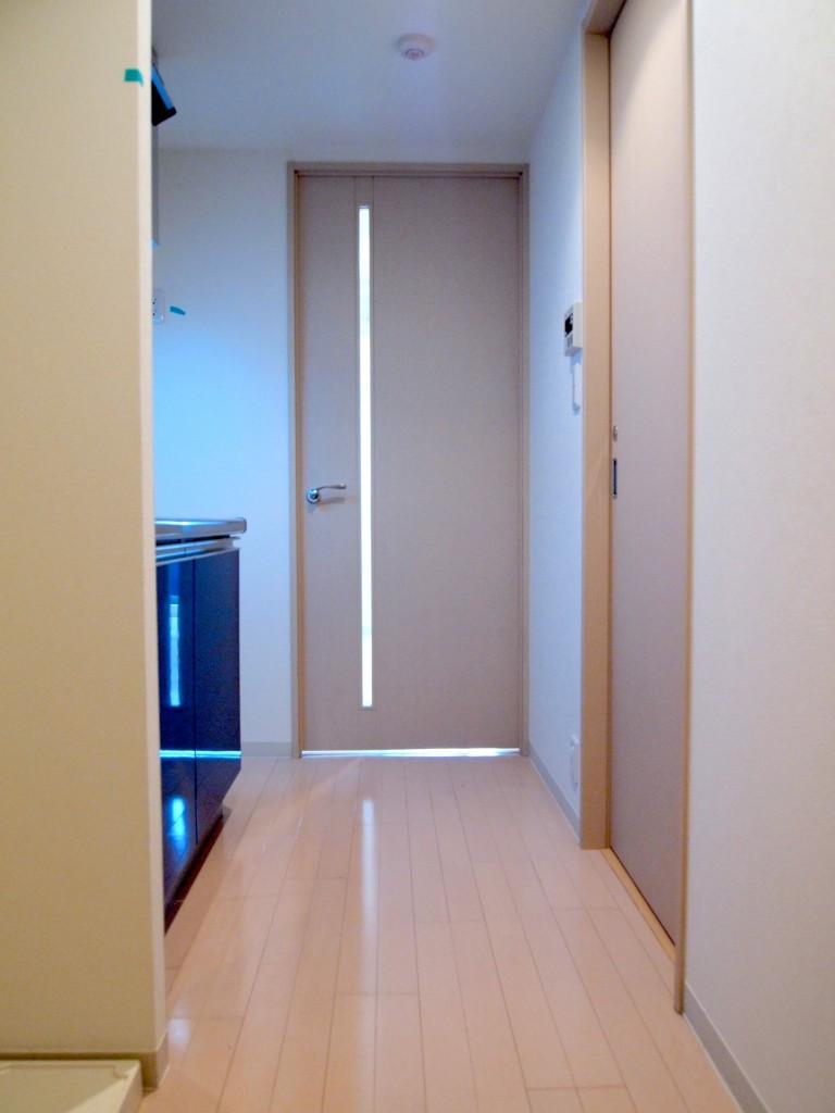 柔らかいお色の廊下に癒されます。
