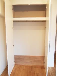 収納スペースも充分なクローゼットも完備されています。