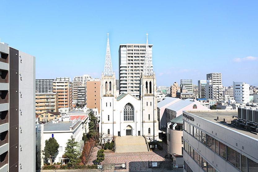 周りはいい眺め。正面に教会も見えます8A0A0365_870