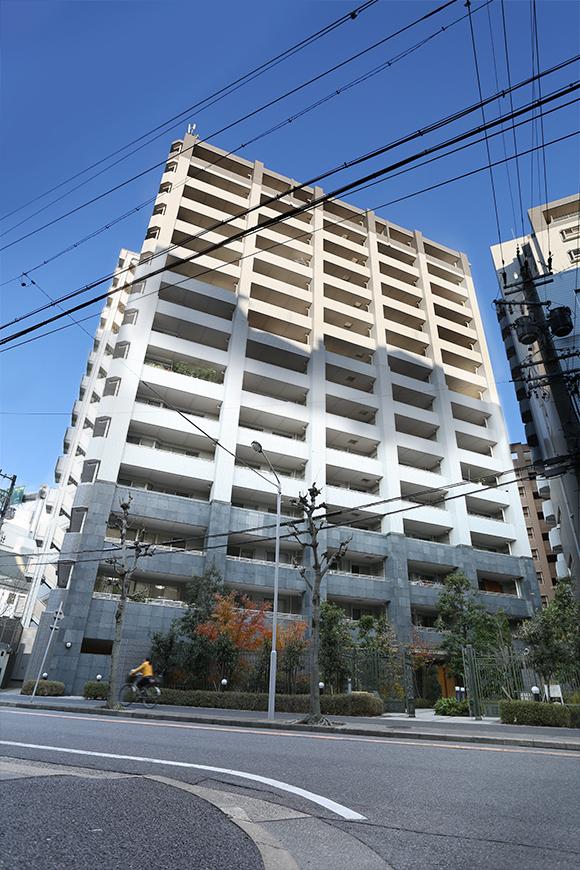 15階建ての大きな外観です。