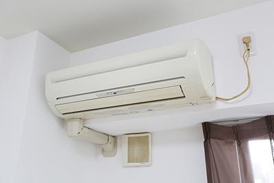 お部屋には、エアコンも完備されています。