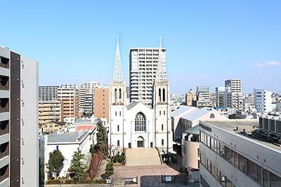 北側には教会があります。