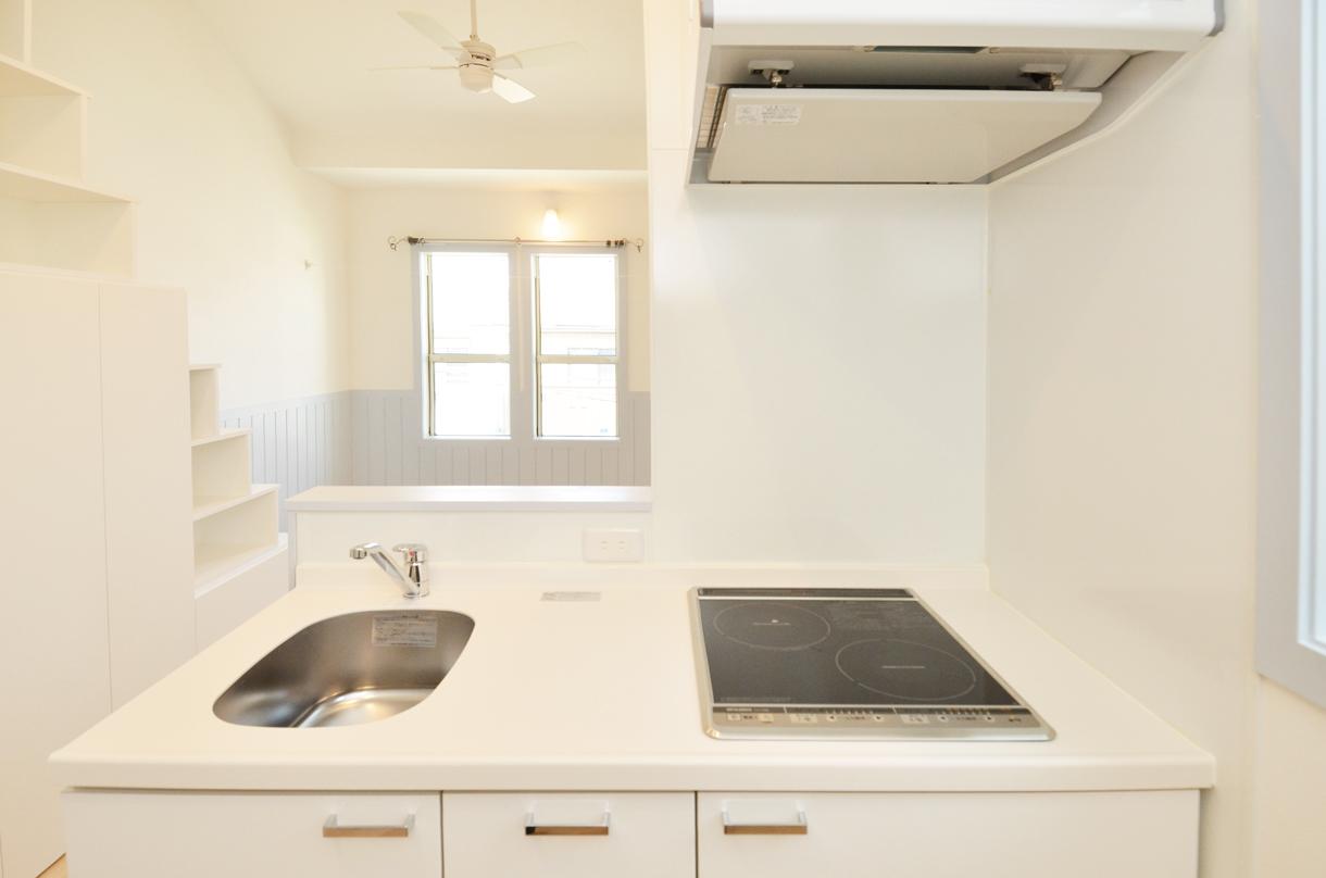 シンプルな白色のキッチン_DSC_4672