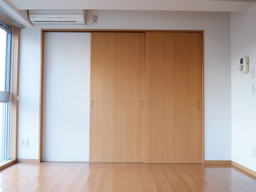 個室の扉を閉めるとこんな感じです。