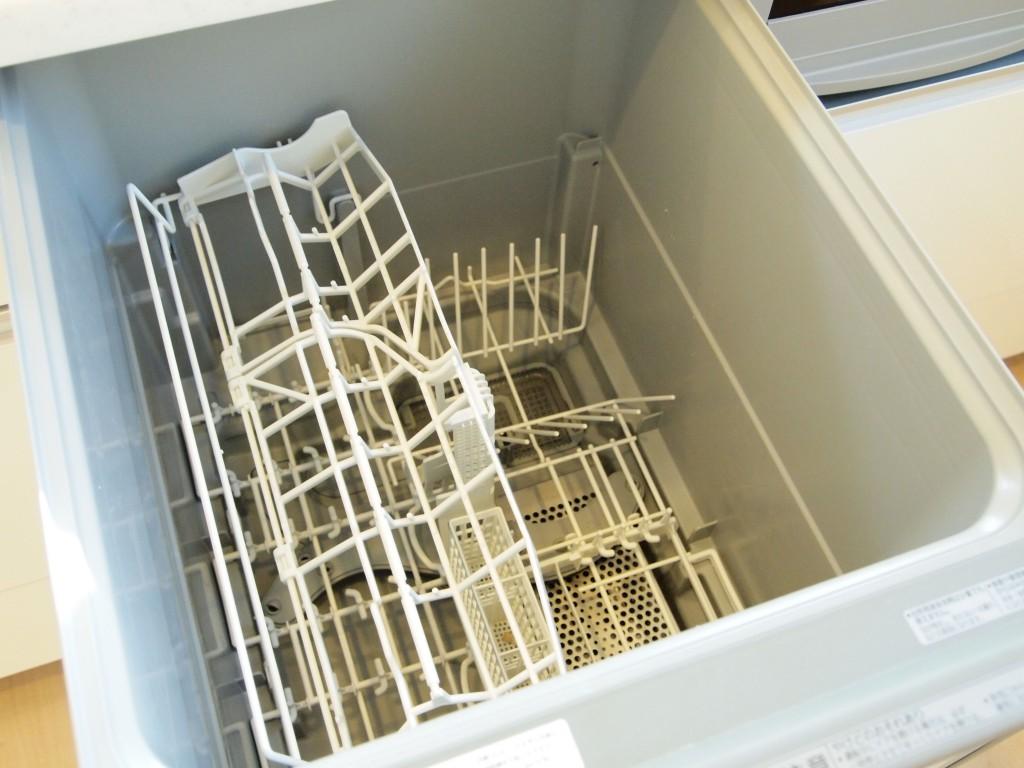 食洗機がついているので、忙しい方でも楽に洗い物できます。