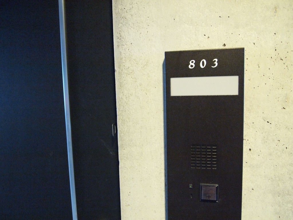 次は803号室のお部屋です。