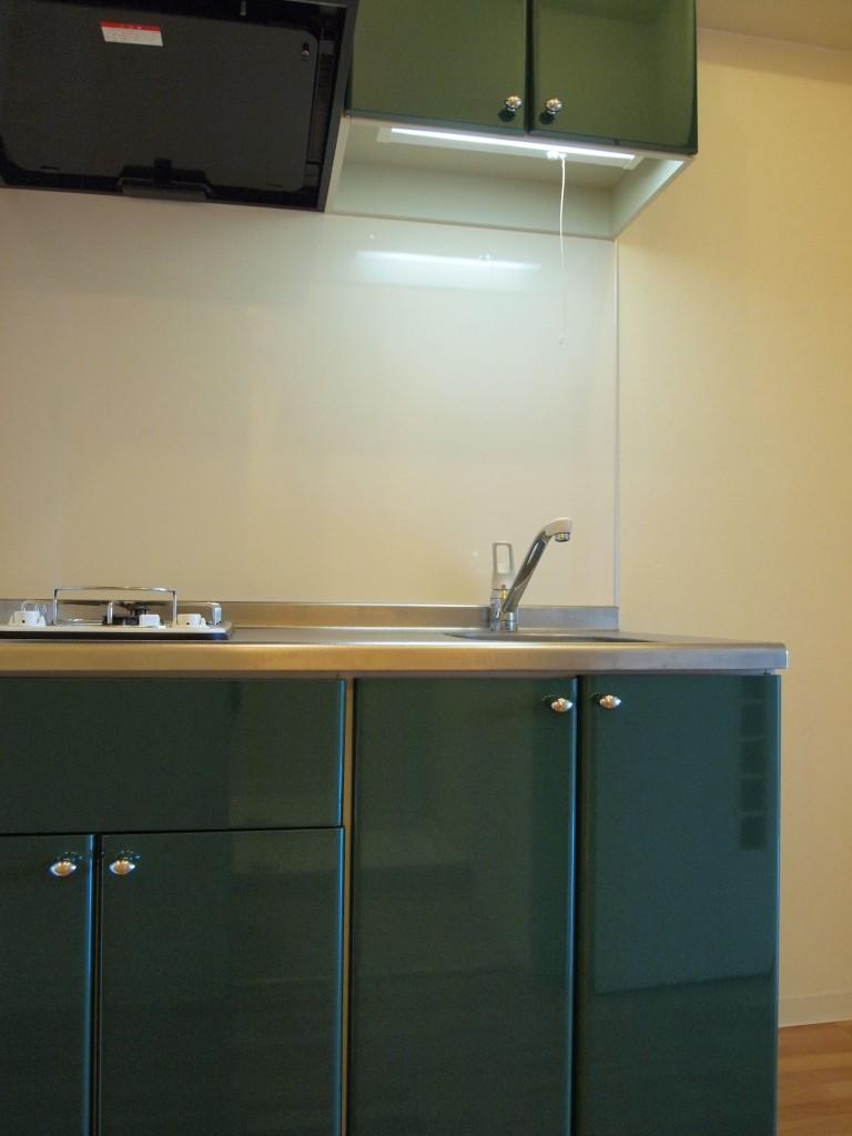 珍しい緑のキッチンがお洒落です。