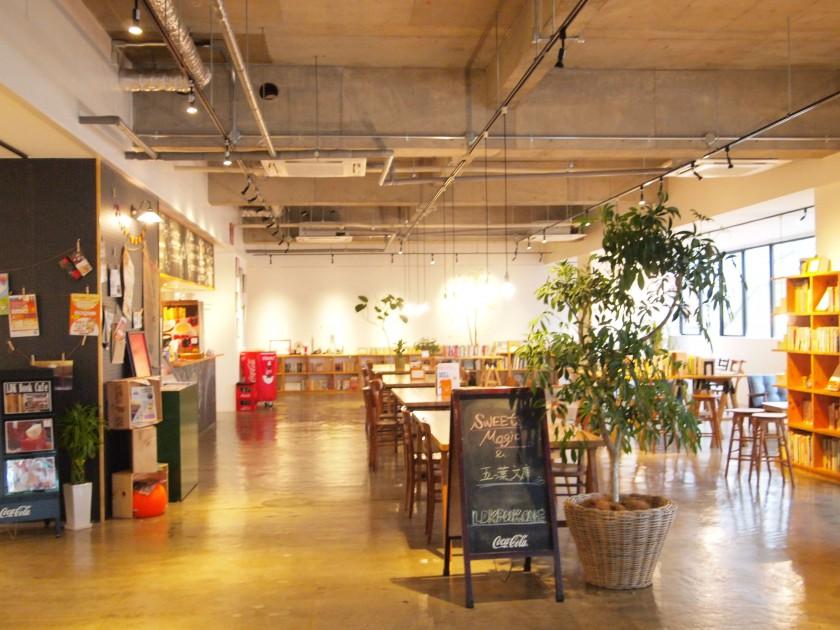 2階には、なんと、ブックカフェ「LDK book cafe」OLYMPUS DIGITAL CAMERA
