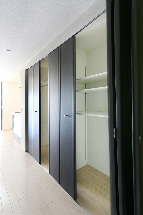 戸はアコーディオン式で様々な開閉が可能です8A0A0479_700