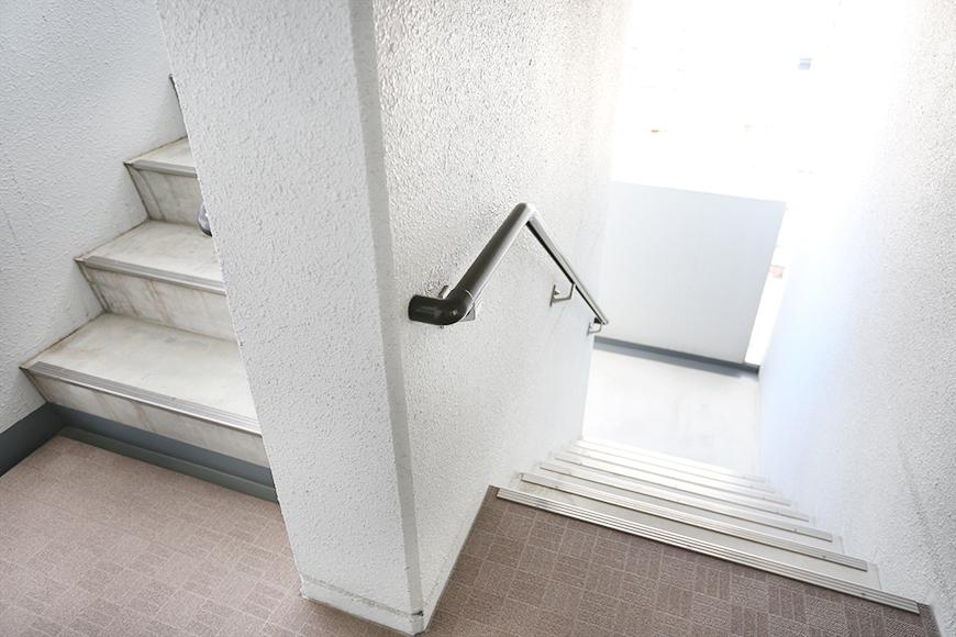 階段もきれいに掃き清められて明るいです。8A0A0559_870