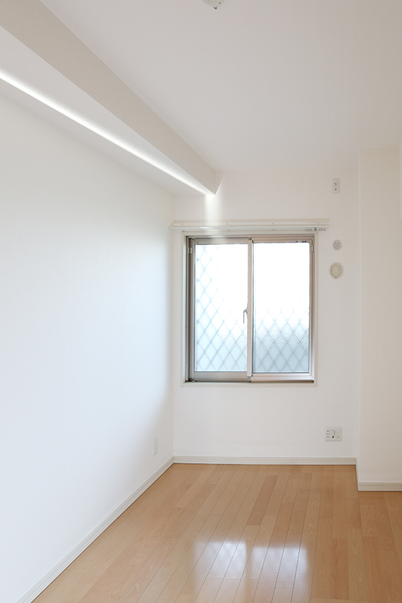 窓がついているので、明るいお部屋です。