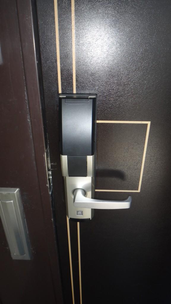 玄関ドアは電子キーになっていて安心DSC05626