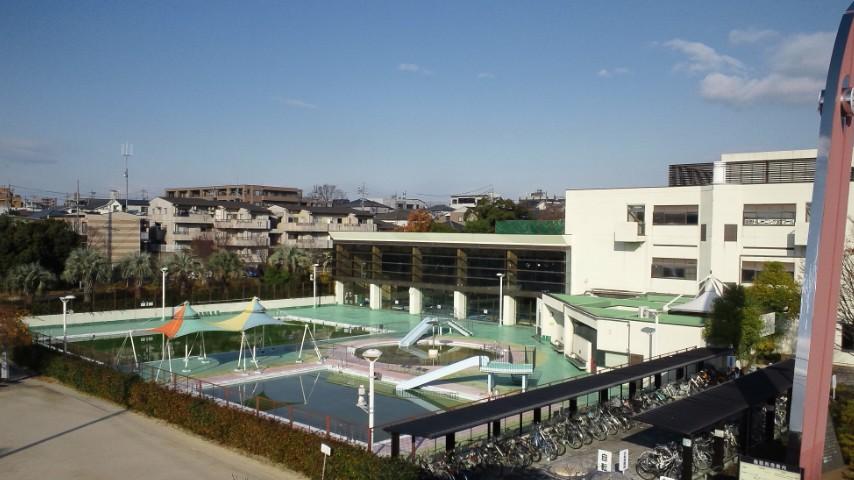 施設の屋外プールDSC_0015 (2)