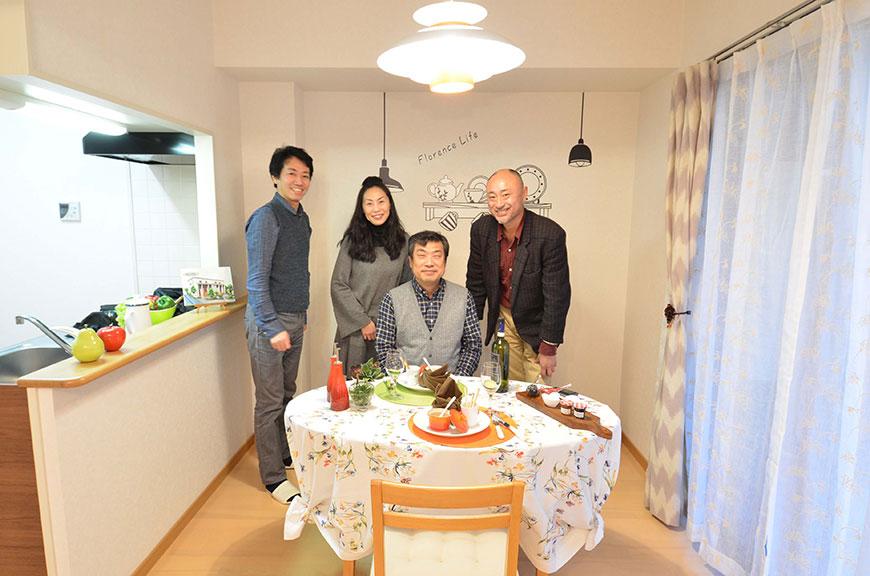 オーナーさんとブランチアベニューの仲間達(代表:武田とカメラマン、インテリアコーディネーター)ですDSC_6564