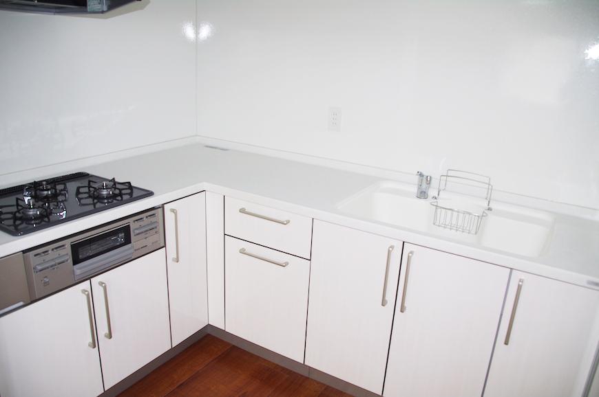 収納たっぷりのキッチン。IMGP8027