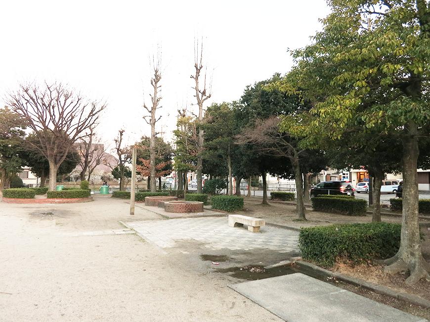 徒歩二分の位置に公園もIMG_2269