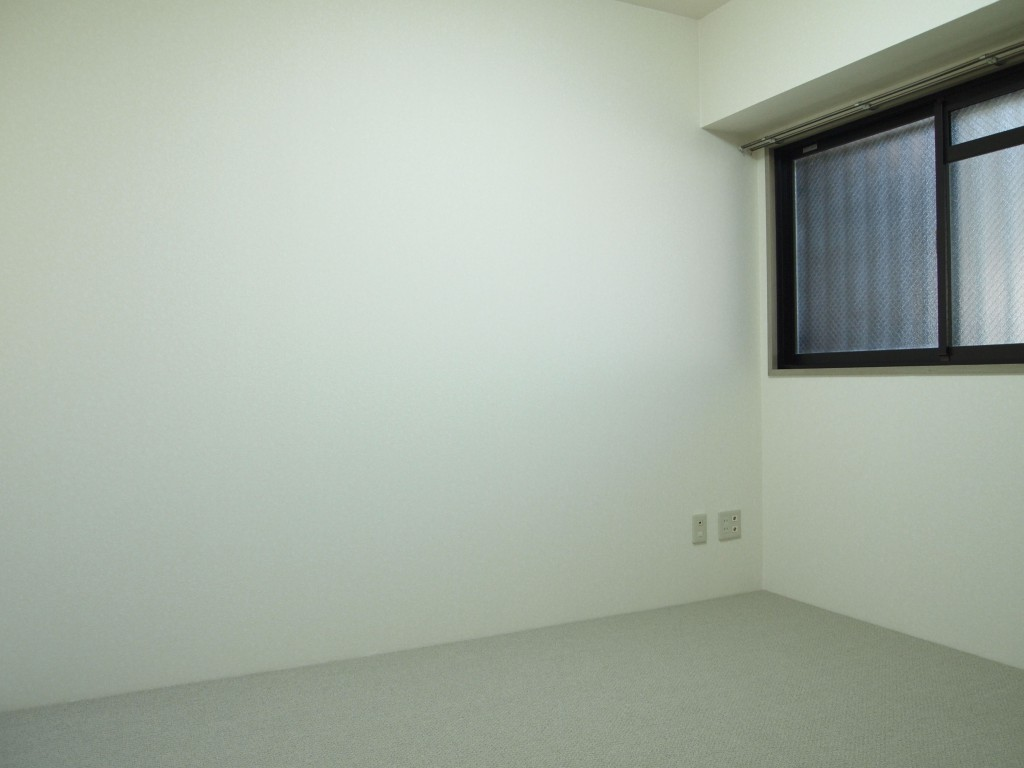 玄関入って右手の洋室には、絨緞がひいてあり冬でもあったかいです。