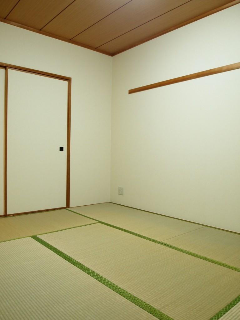開けると、6帖の和室があります。畳がやっぱり落ち着きますね。