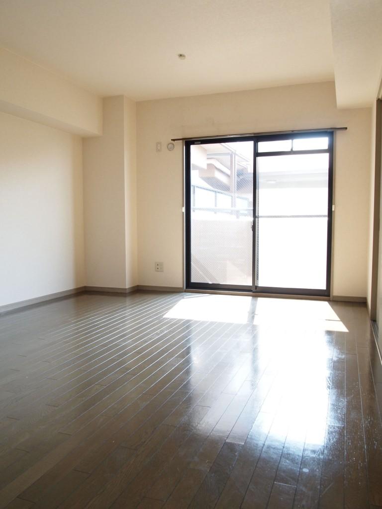 廊下からはもちろん、和室と洋室からもアクセスできるリビングです。