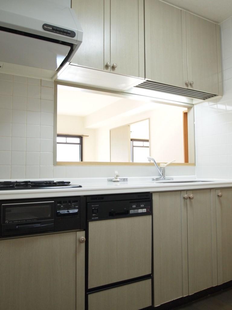キッチンは収納が多く、使いやすそうです。