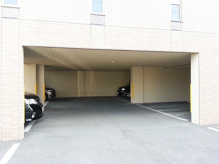 建物1階のピロティ部分が駐車場20150302_152659