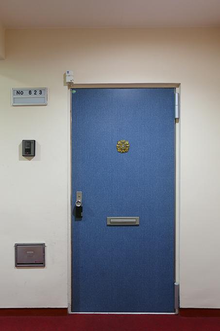玄関前は、安心してしまう程のゆったりとした異空間。