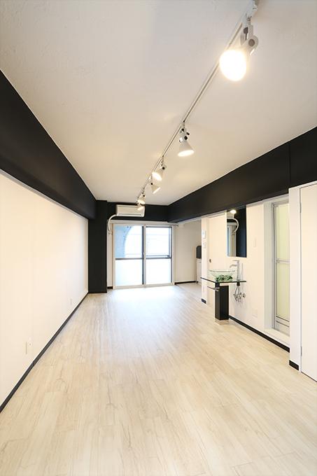 廊下と部屋の中はガラリと違う空間になっています。