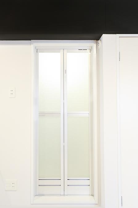 トイレ横の扉はバスルームです。