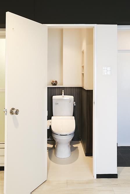 その扉の正体はなんとトイレでした。