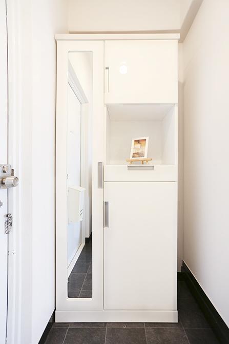 閉じた状態の靴箱と戸棚です。