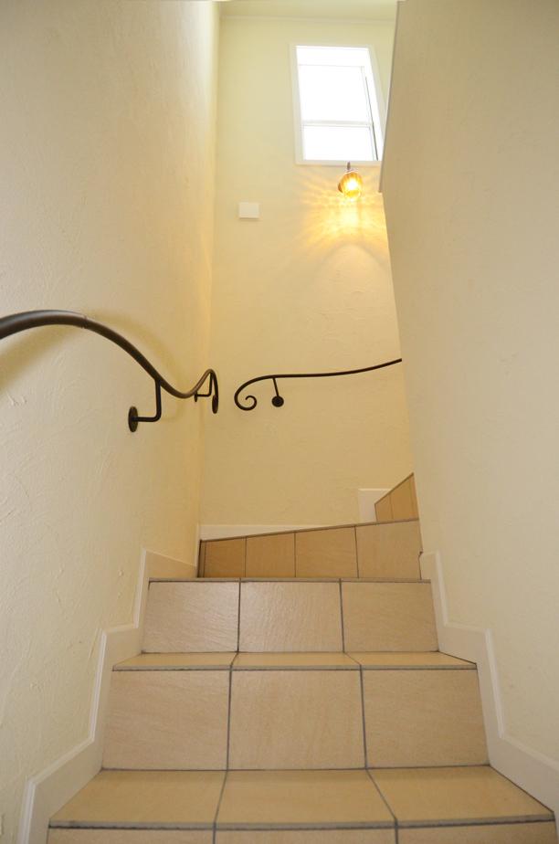 アイアンの手すりの階段がヨーローッパの雰囲気で素敵♡_DSC_4762