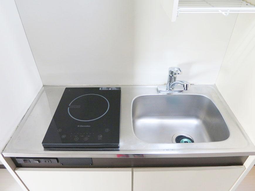 キッチンは、IHクッキングヒーター。さっとひとふき、お掃除が楽チン!IMG_1701