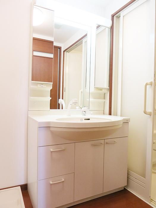 ワイドタイプの洗面化粧台ですIMG_2056