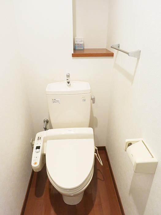 トイレは温水シャワーのウォシュレットですIMG_2075