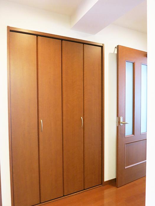 廊下にこんな広い収納スペースがあるとは驚きですIMG_2082_rth