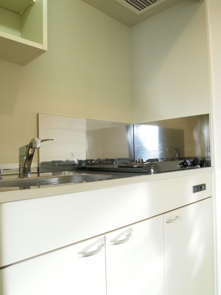 キッチンも白くクリーンなイメージOLYMPUS DIGITAL CAMERA
