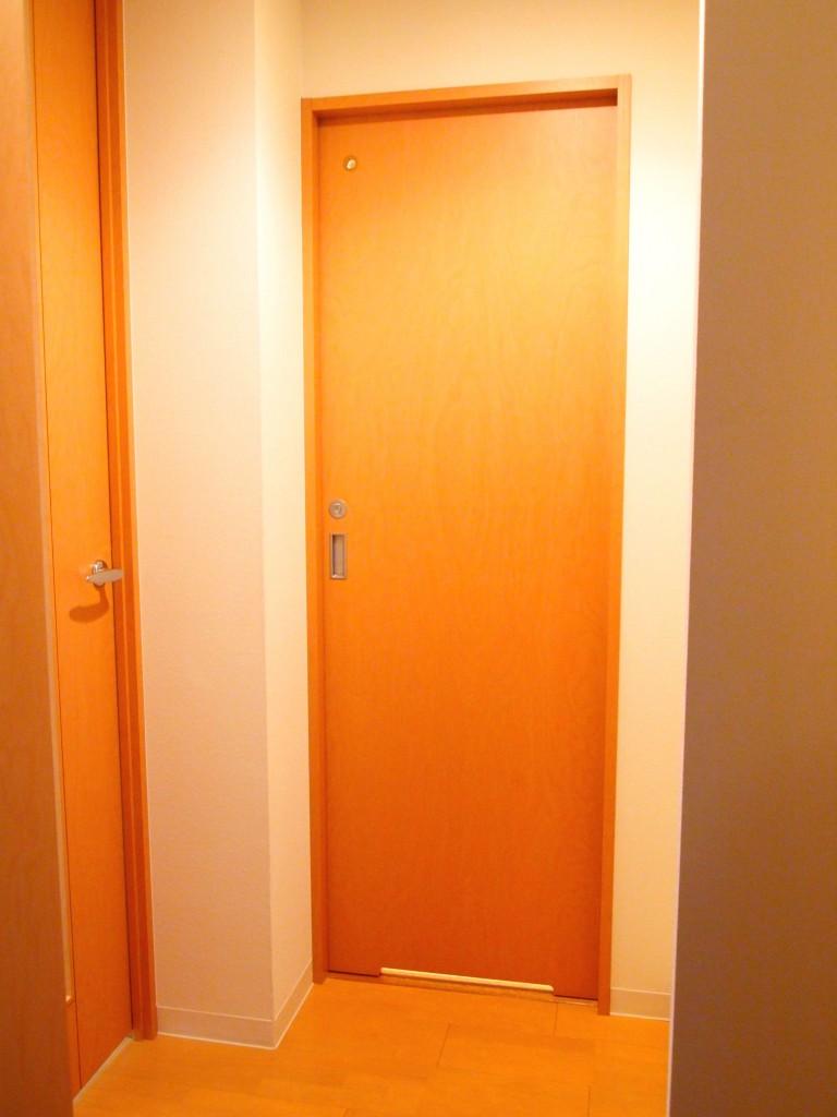 玄関入って二つの扉OLYMPUS DIGITAL CAMERA