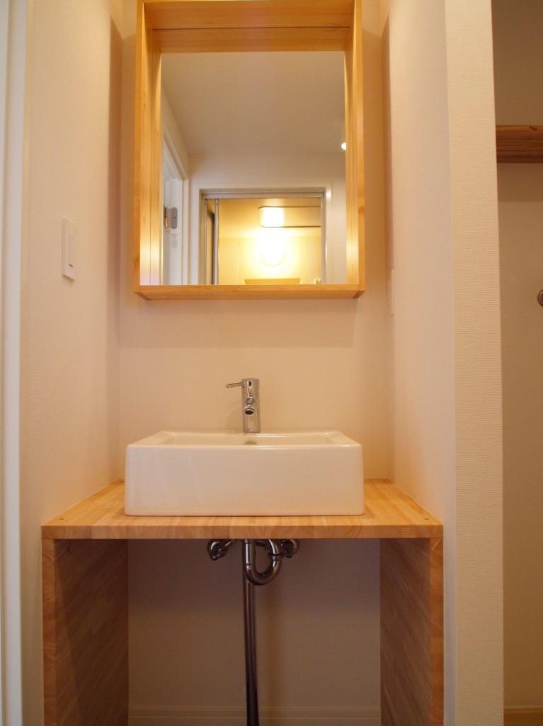洗面がまた木のぬくもりがあってカフェのようP3049102