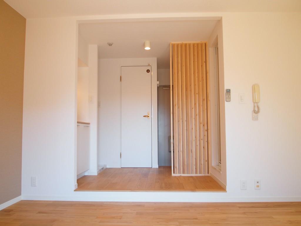 お部屋から玄関を見た風景です。