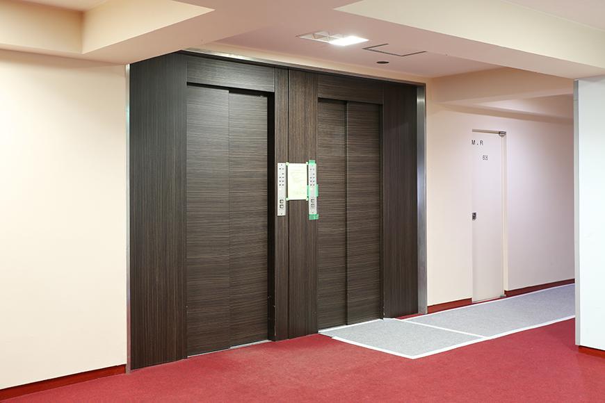 エレベーターを見ても、完全にホテルのフロアのようですね。