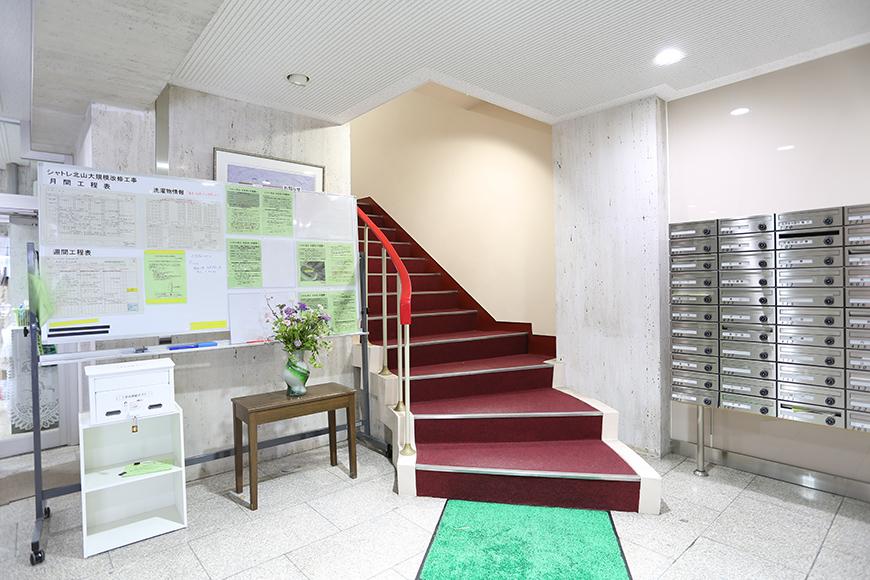 赤じゅうたんの階段。8A0A7484_870