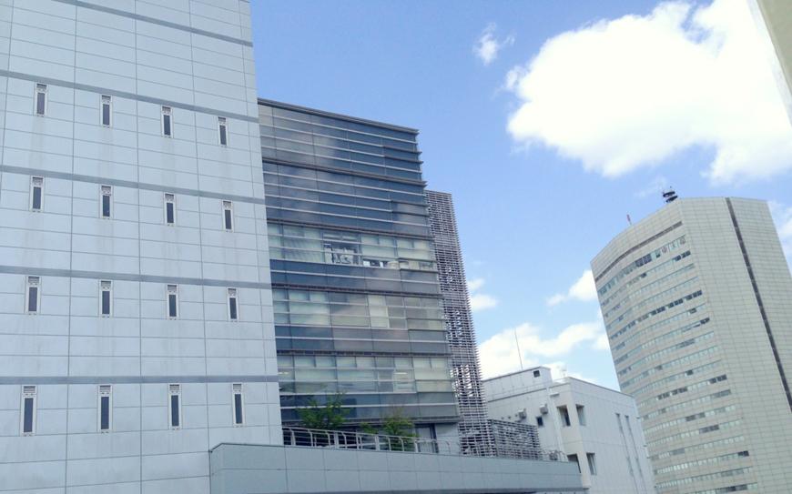広々とした窓からの眺めです。国際センターが目の前に見えます。IMG_8497